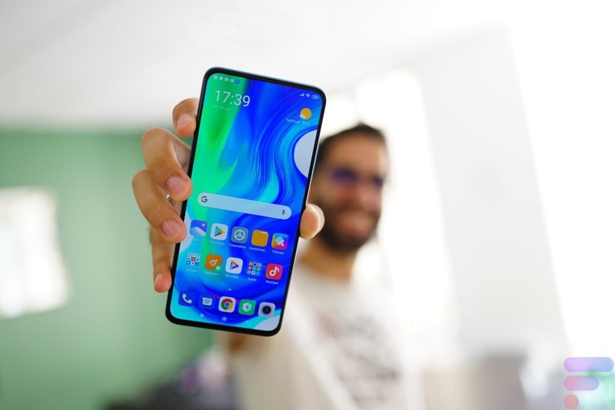 Xiaomi Poco F2 Pro de face