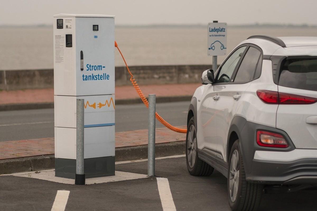Une borne de recharge par station-service, ce sera désormais la règle en Allemagne