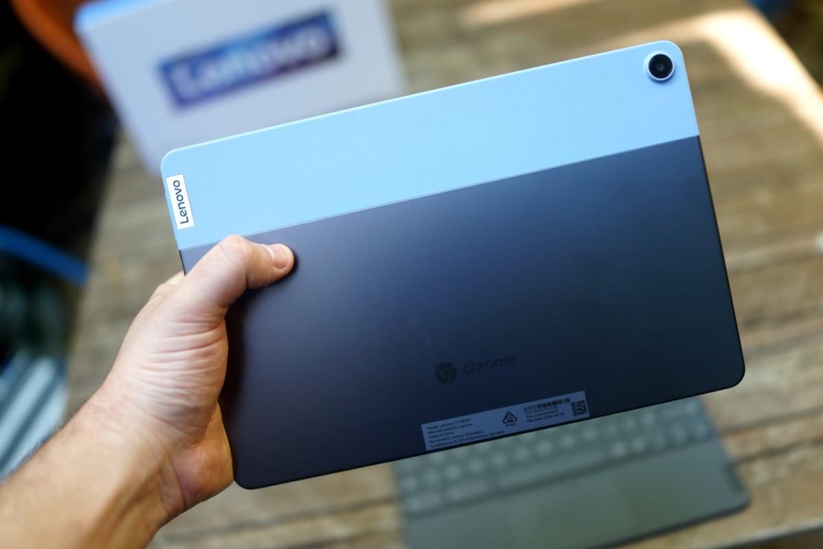 Lenovo IdeaPad Duet avec son double coloris réussi visuellement // Frandroid
