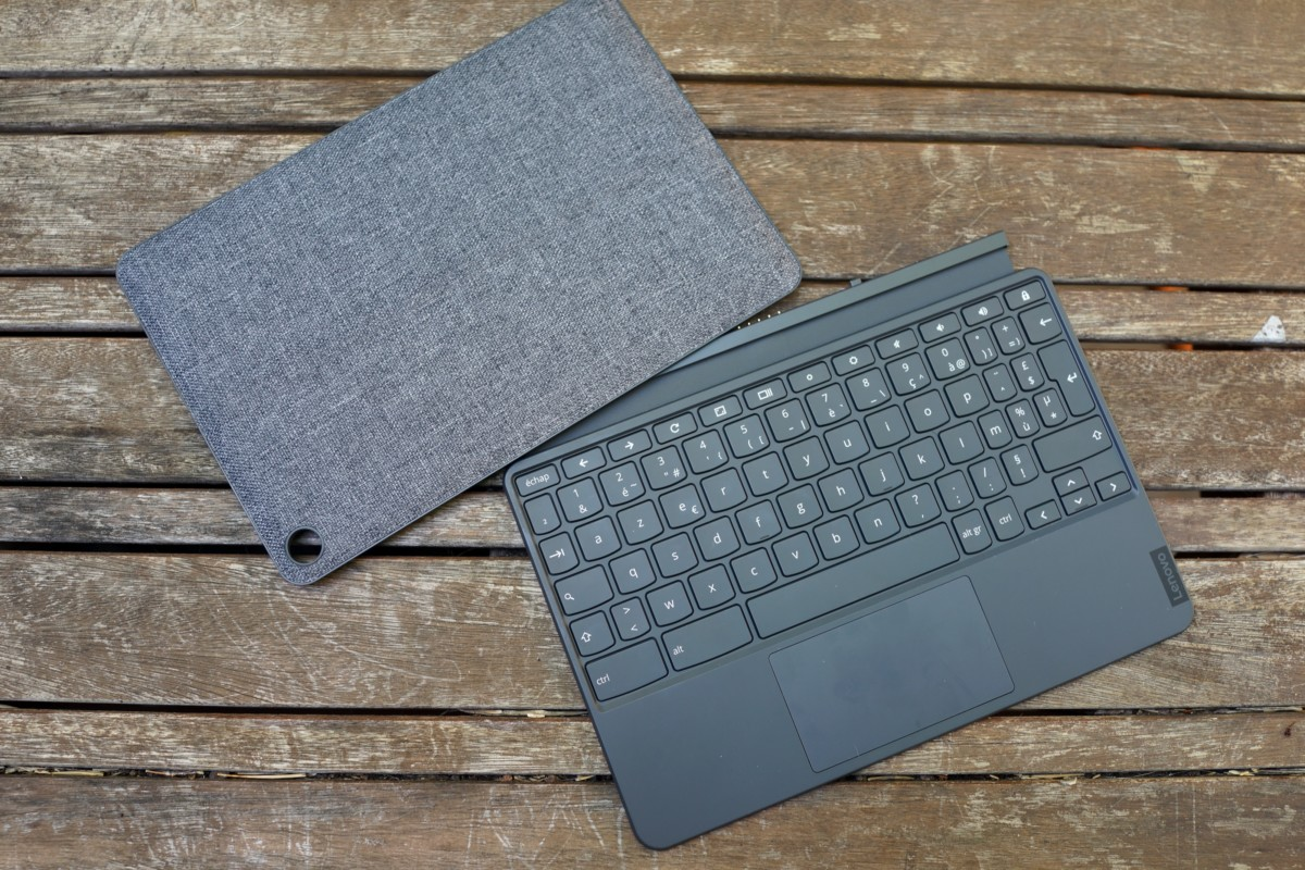 Les protections et accessoires livrés avec la tablette