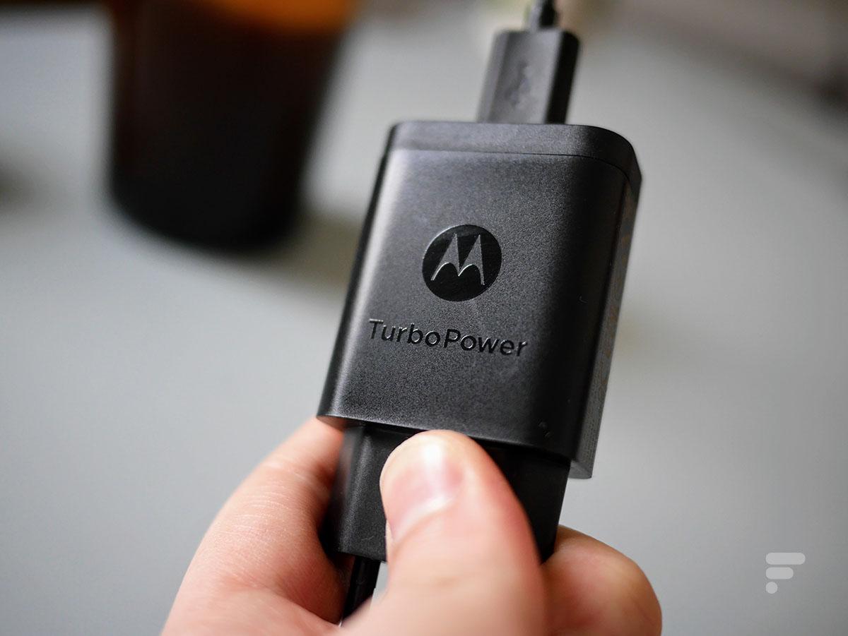 Le chargeur Turbo Power du Motorola Edge