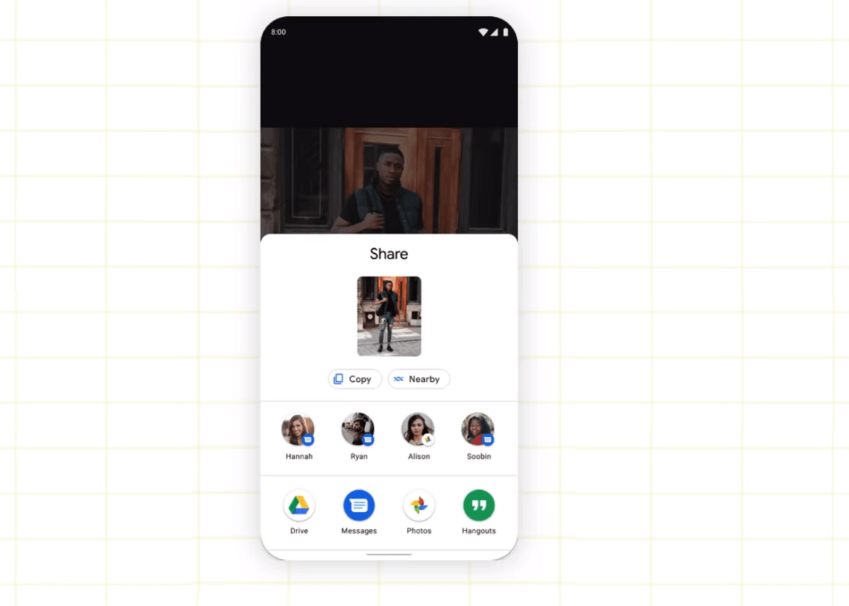 L'écran de partage de fichiers sur Android 11 avec l'option « Nearby »