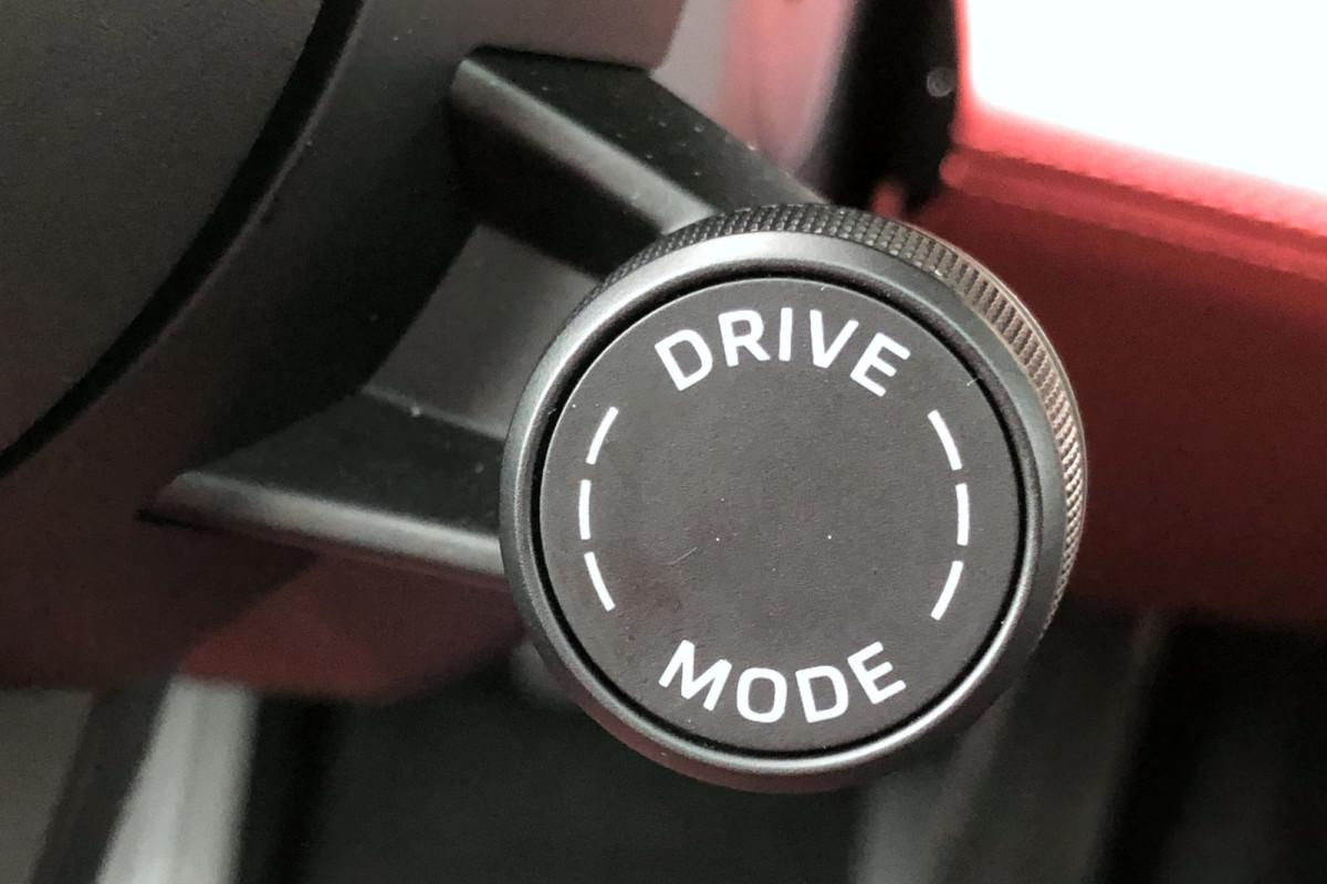 Molette au volant de la Porsche Taycan