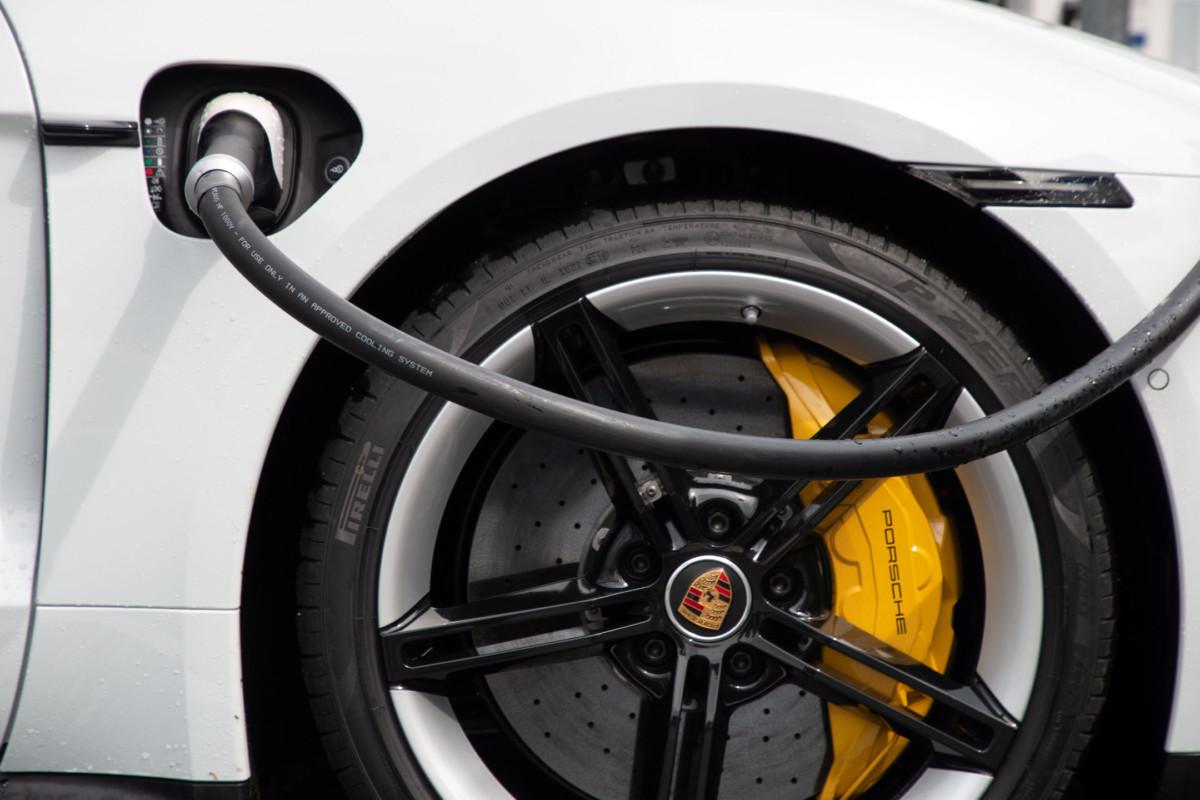 Porsche Taycan en charge