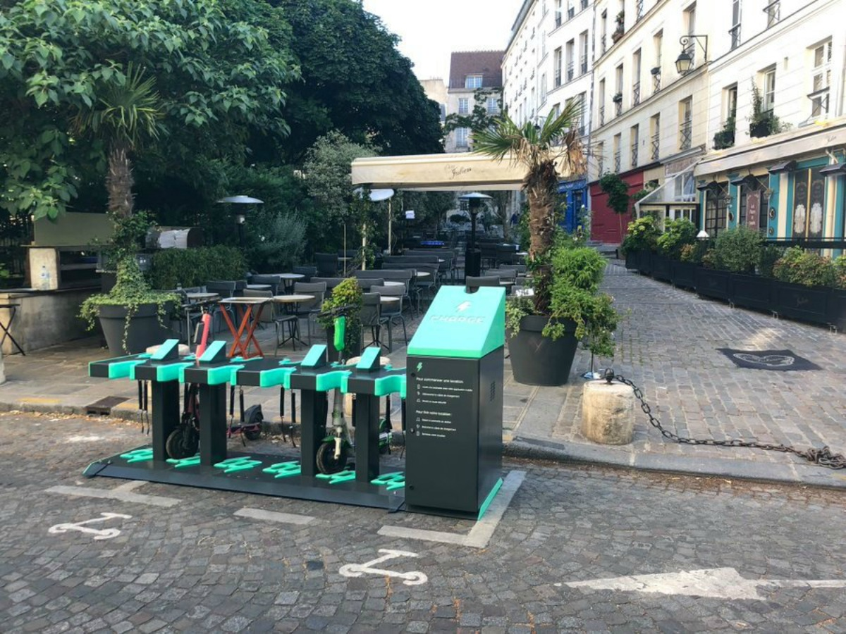 Charge station recharge trottinette electrique