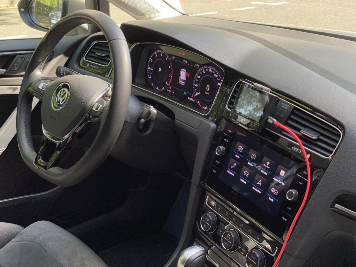 L'écran du Coyote Up est de loin le moins lisible des 3écrans de ma Volkswagen Golf