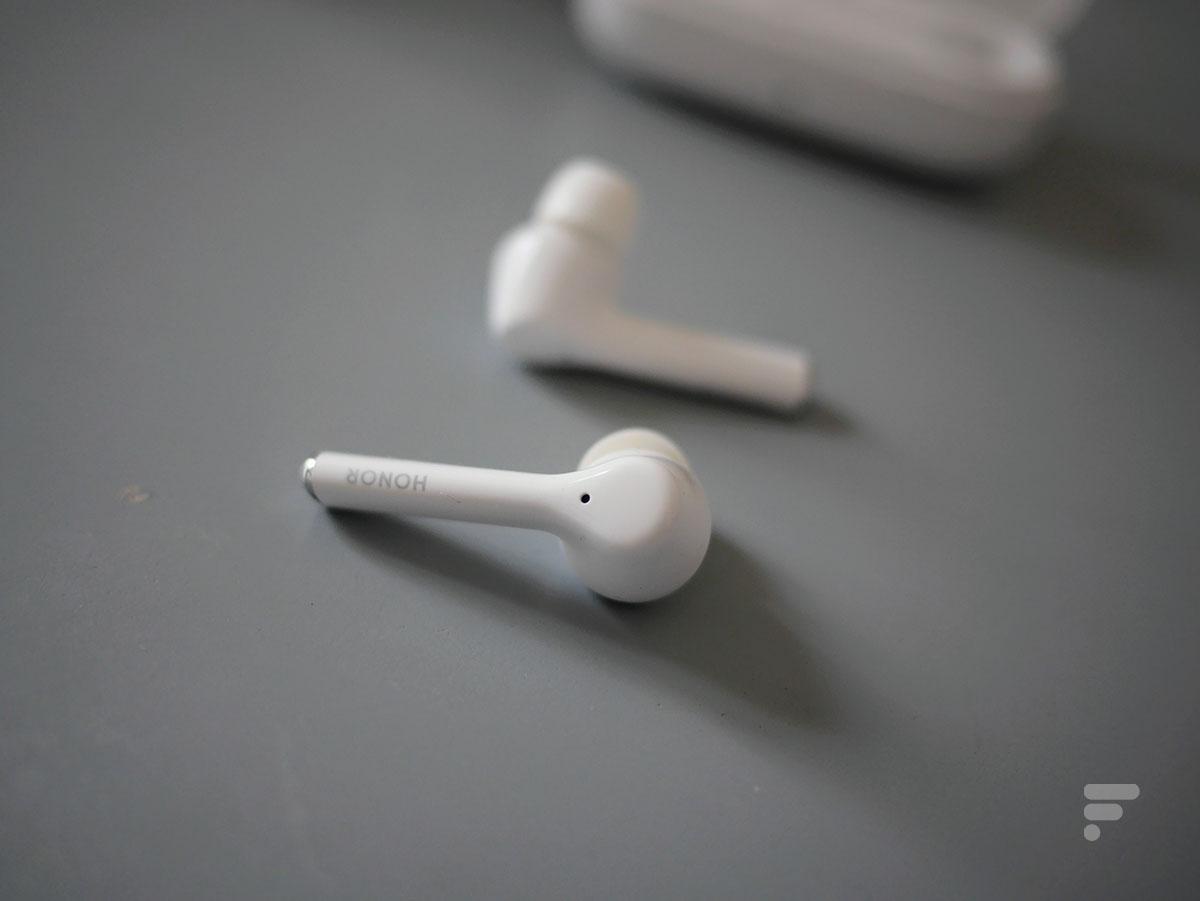 La tranche des Honor Magic Earbuds est tactile et permet de contrôler sa musique