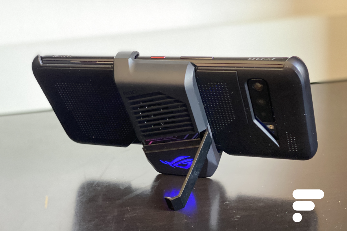 L'AeroActive Cooler3 du ROG Phone a désormais un pied