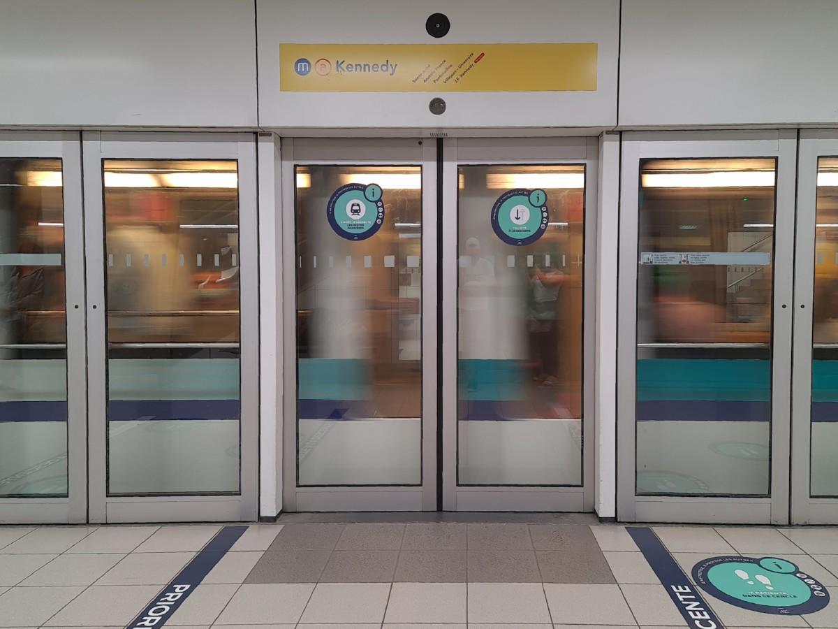 Le métro est une bonne façon de s'exercer au flou de mouvement: l'environnement est fixe et l'arrivée du métro est rapide.