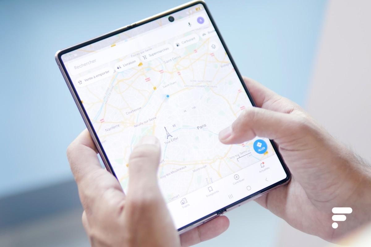 Google Maps ouvert sur le grand écran du Samsung Galaxy Z Fold 2