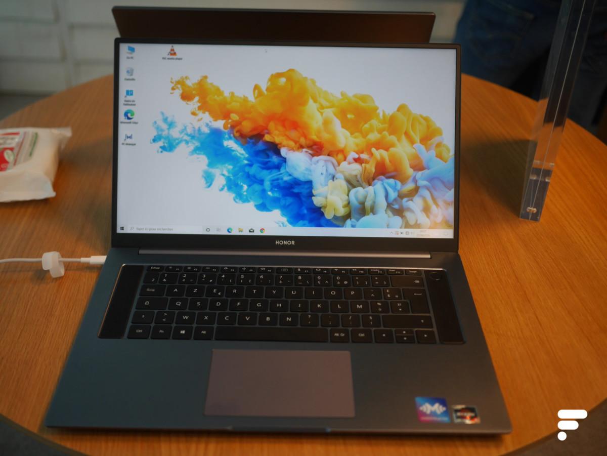 Le grand écran 16 pouces du MagicBook Pro