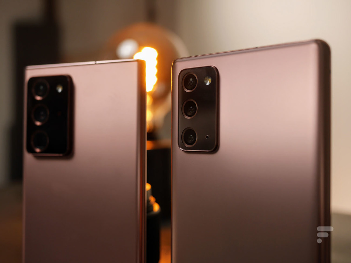 Le Samsung Galaxy Note 20 Ultra à gauche et le Galaxy Note 20 à droite