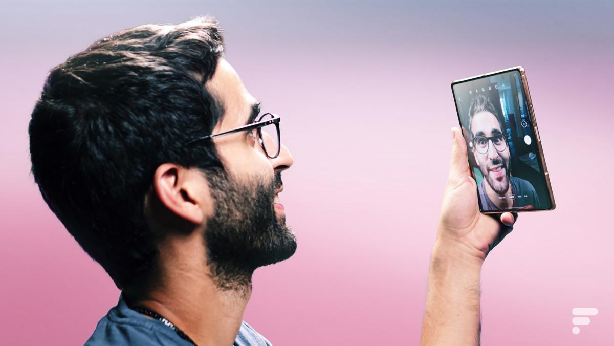 Selfie avec Samsung Galaxy Z Fold 2