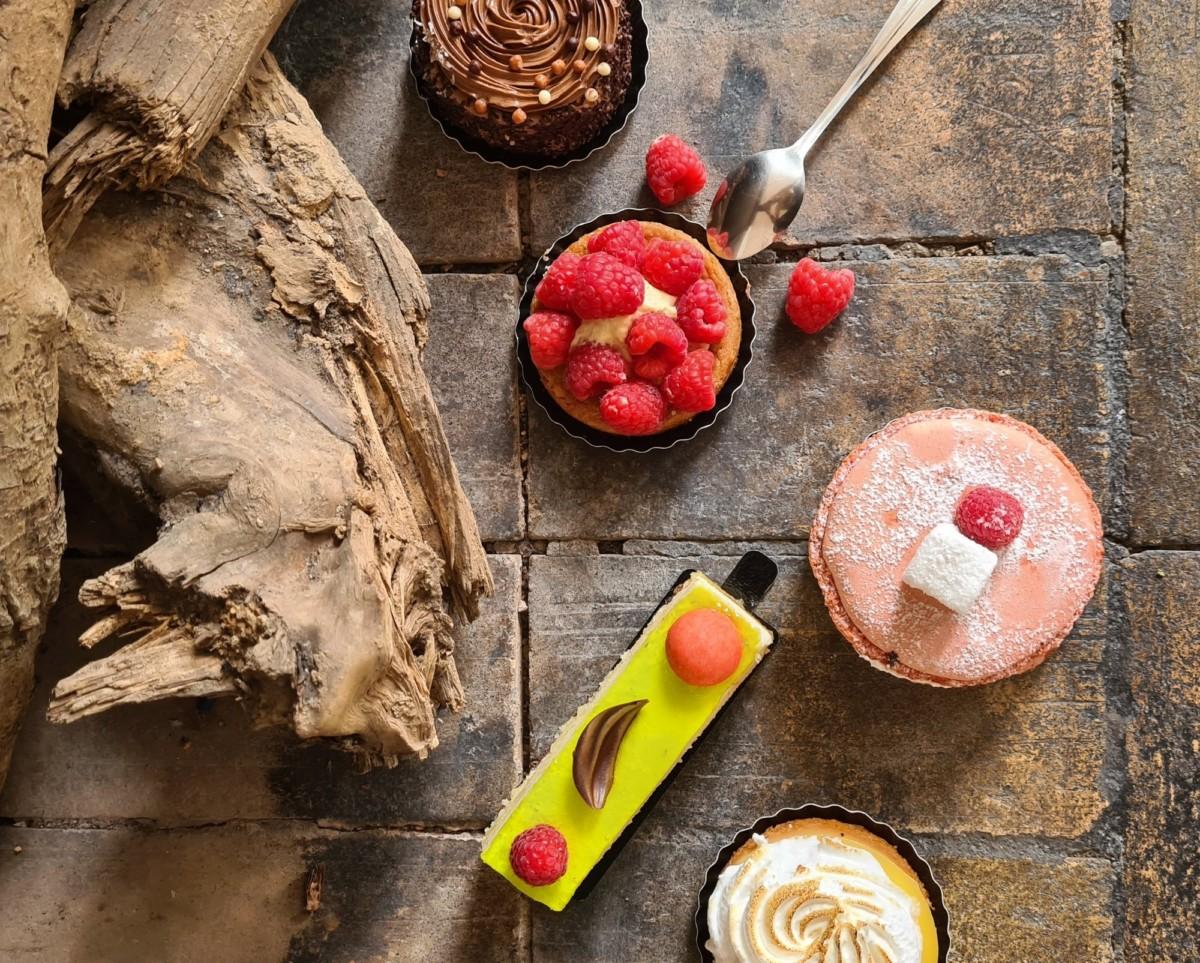 Une photo de pâtisserie prise au Galaxy S20 +. Il suffit de quelques éléments de décors pour donner une ambiance particulière à la photo.