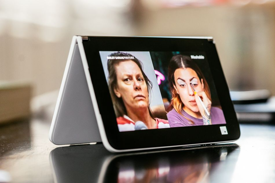 Le Surface Duo en mode tente