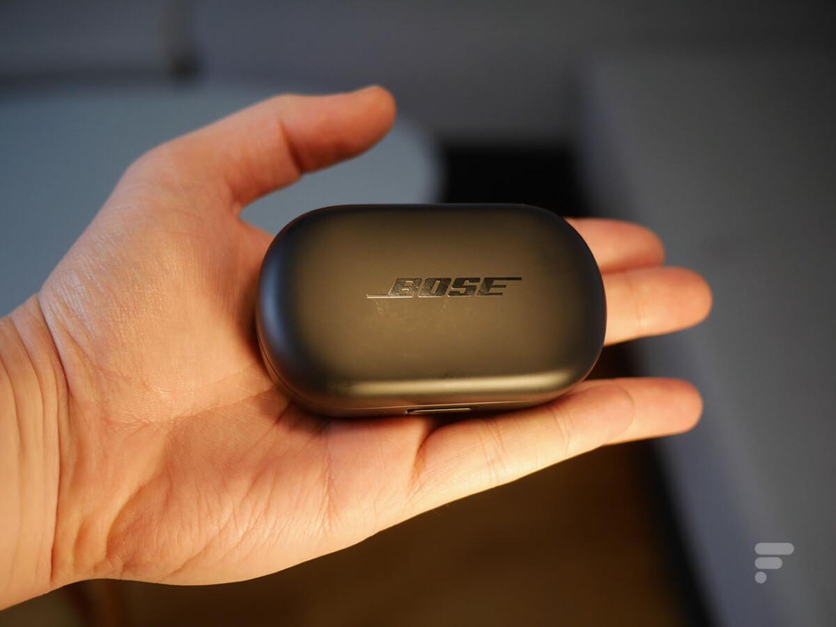 Le boîtier des Bose QC Earbuds
