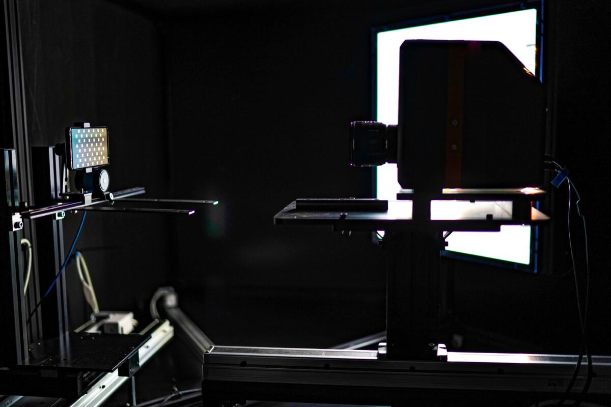 La boîte noire pour tester la luminosité d'un écran de smartphone
