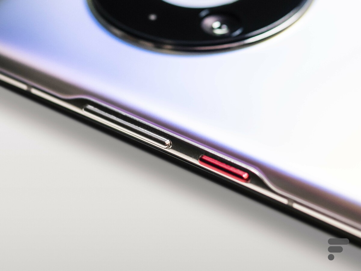 The side buttons of the Huawei Mate 40 Pro