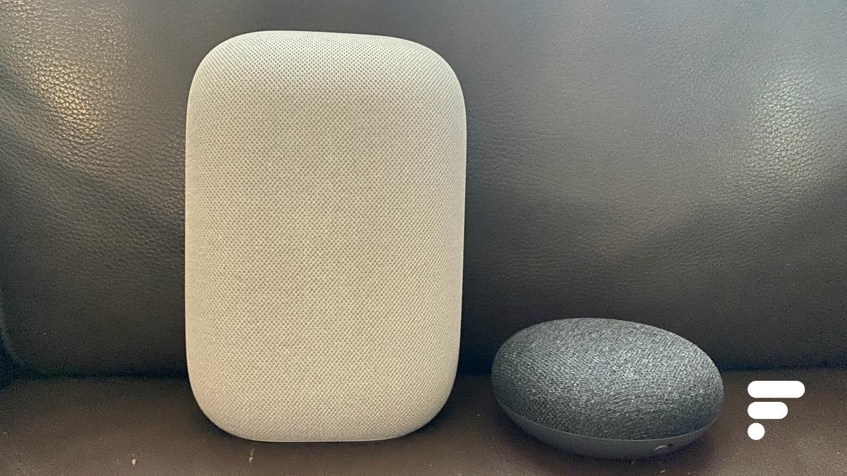 Le Google Nest Audio (à gauche) et le Google Nest mini (à droite)