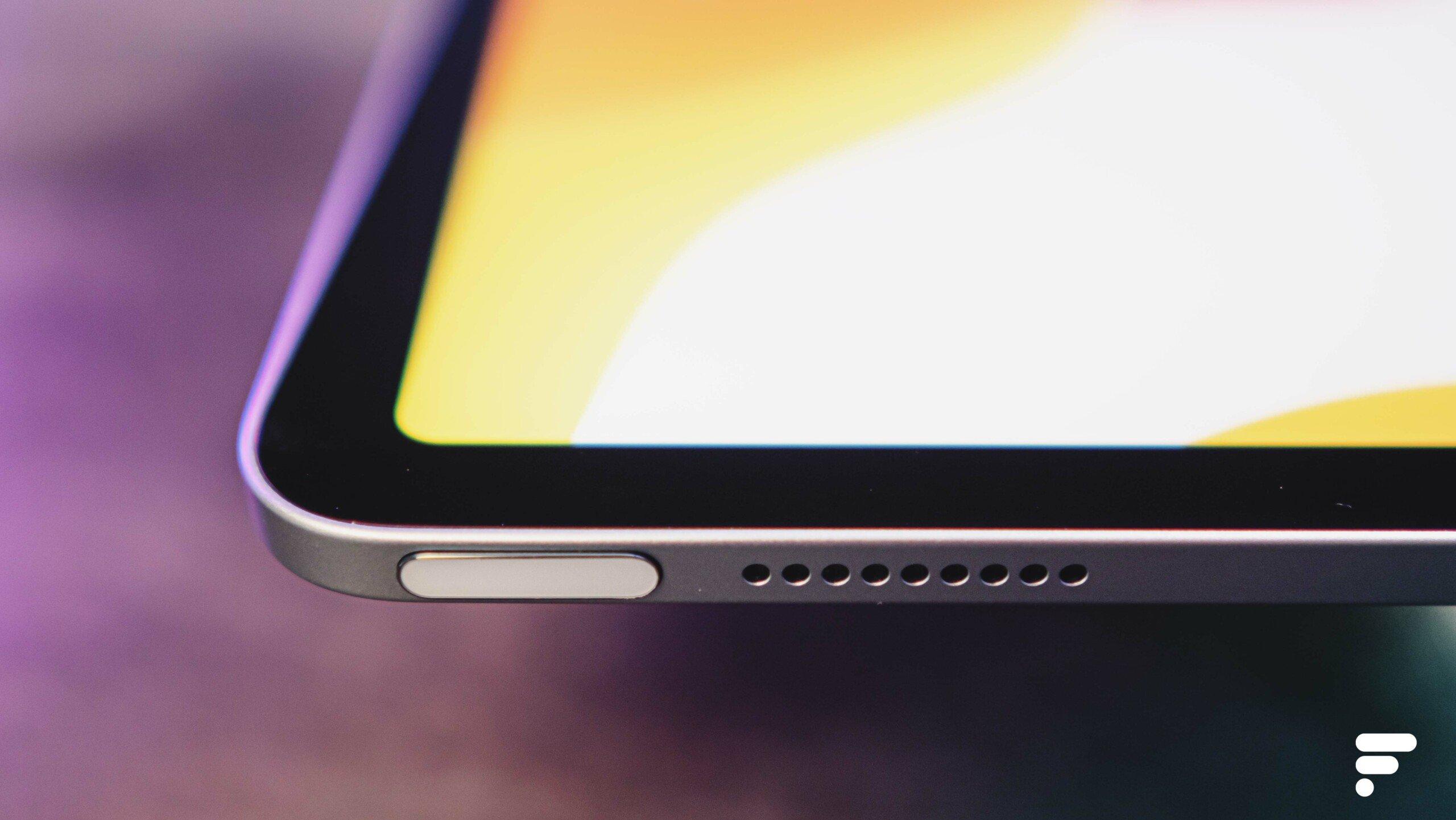 Ici le petit capteur Touch ID ajouté sur la tranche supérieure de l'iPad Air2020