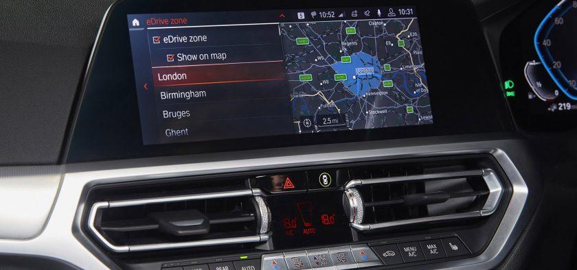 La technologie BMW eDrive Zone qui indique quand la voiture pénètre dans une zone à faible émission