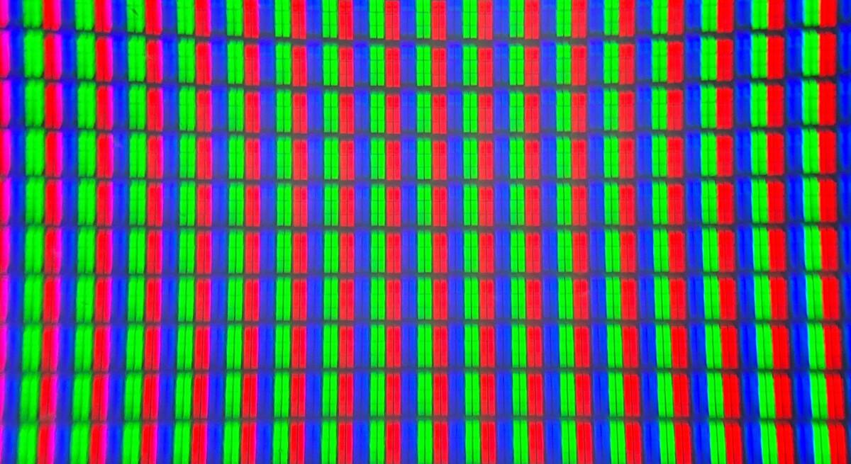 Une dalle VA facilement identifiable à la structure de ses sous-pixels.