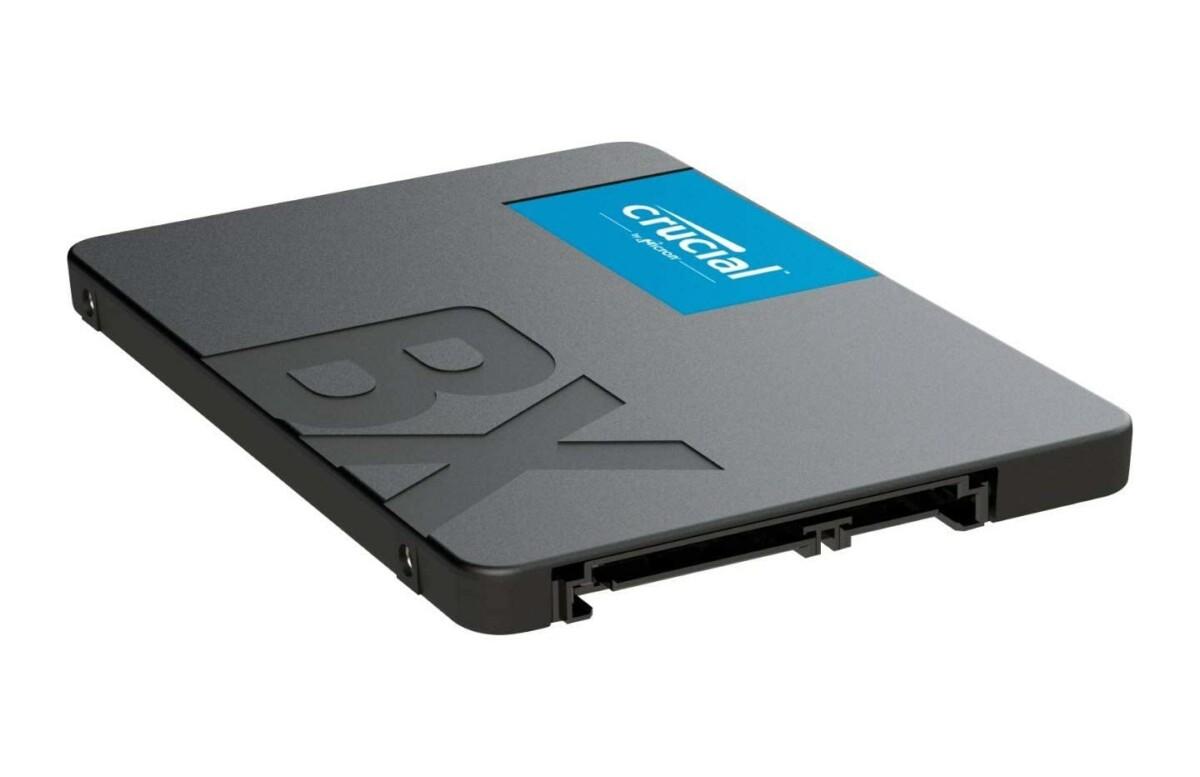 Vue penchée sur le côté pour le SSD BX500 de la marque Crucial