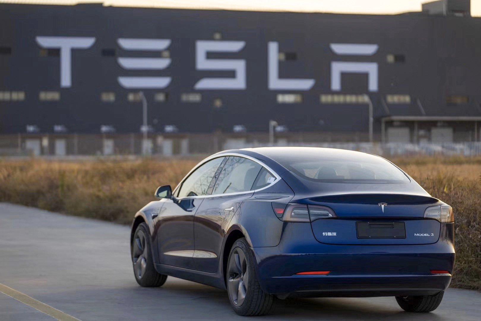 Les constructeurs de véhicules électriques, comme Tesla, risquent d'être parmi les plus touchés par la pénurie de puces…