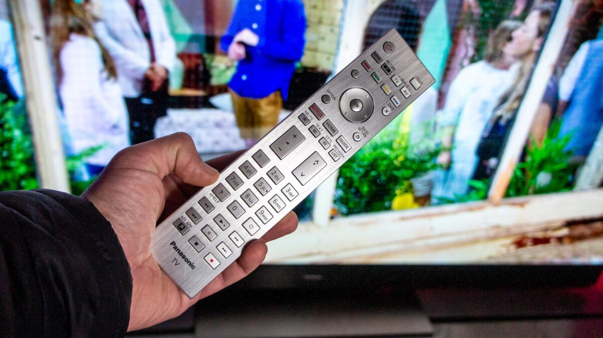 La télécommande est très qualitative, mais n'intègre pas de micro