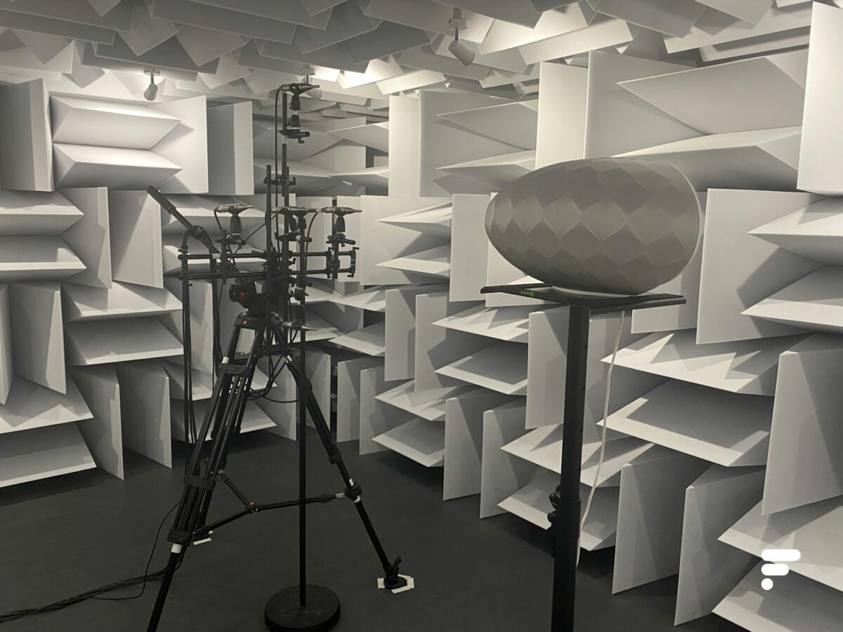 La chambre semi-anéchoïque ou chambre sourde de DxOMark pour les mesures sonores