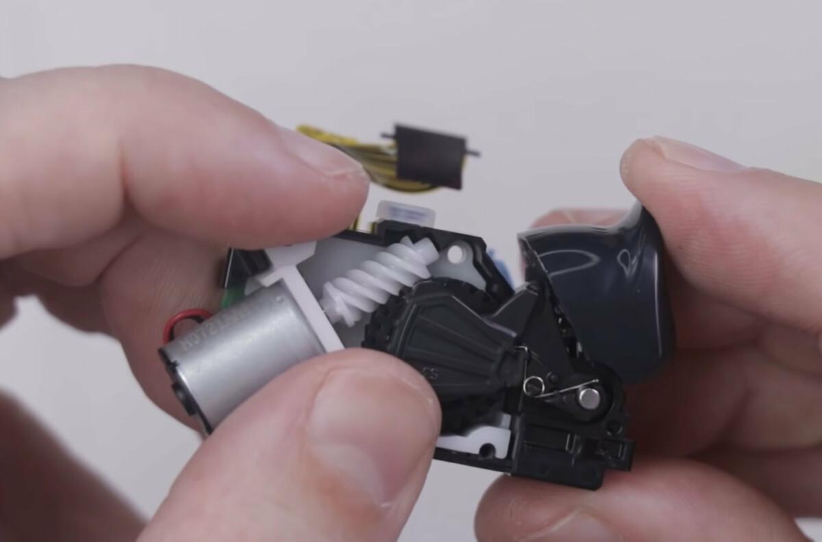 The DualSense adaptive trigger mechanism