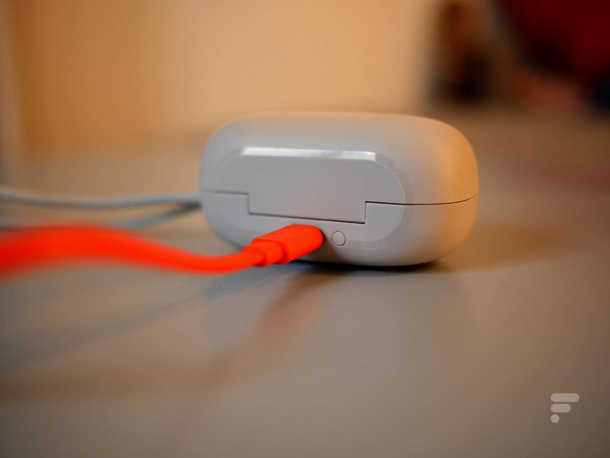 Les JBL Reflect Mini NC se rechargent uniquement en filaire