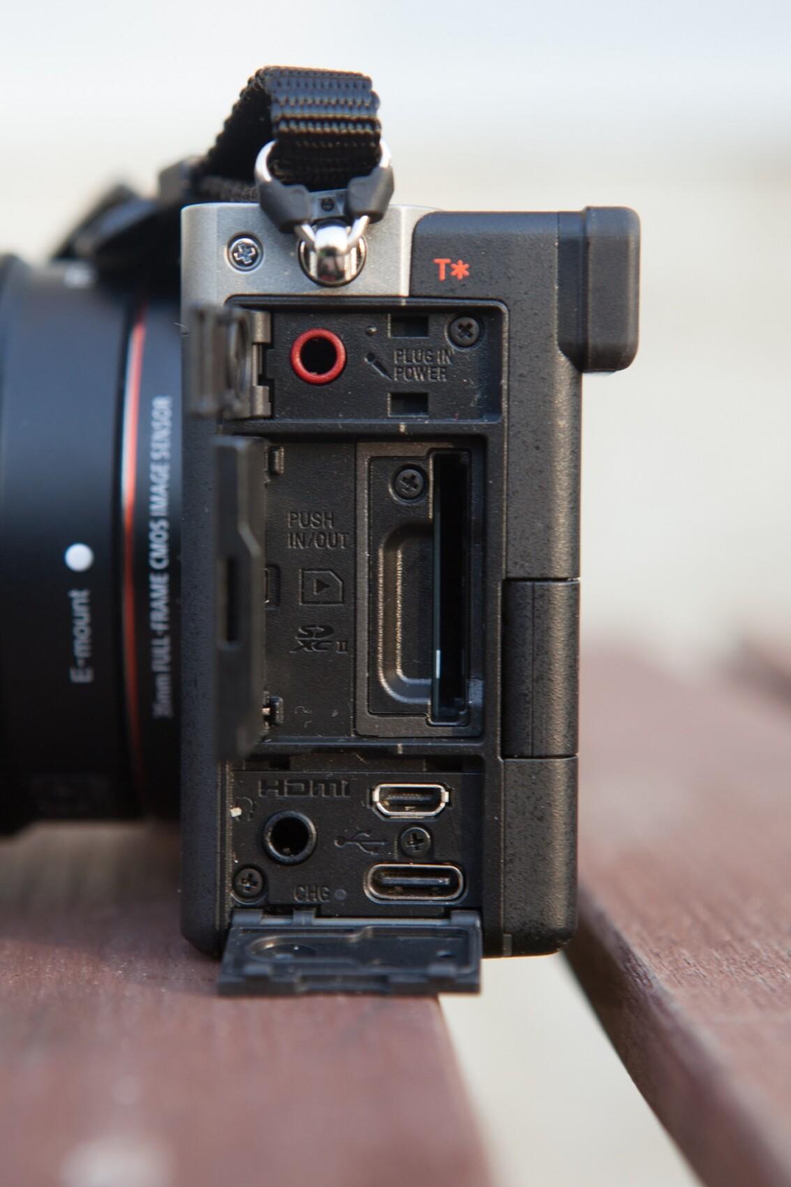 La connectique du Sony A7C