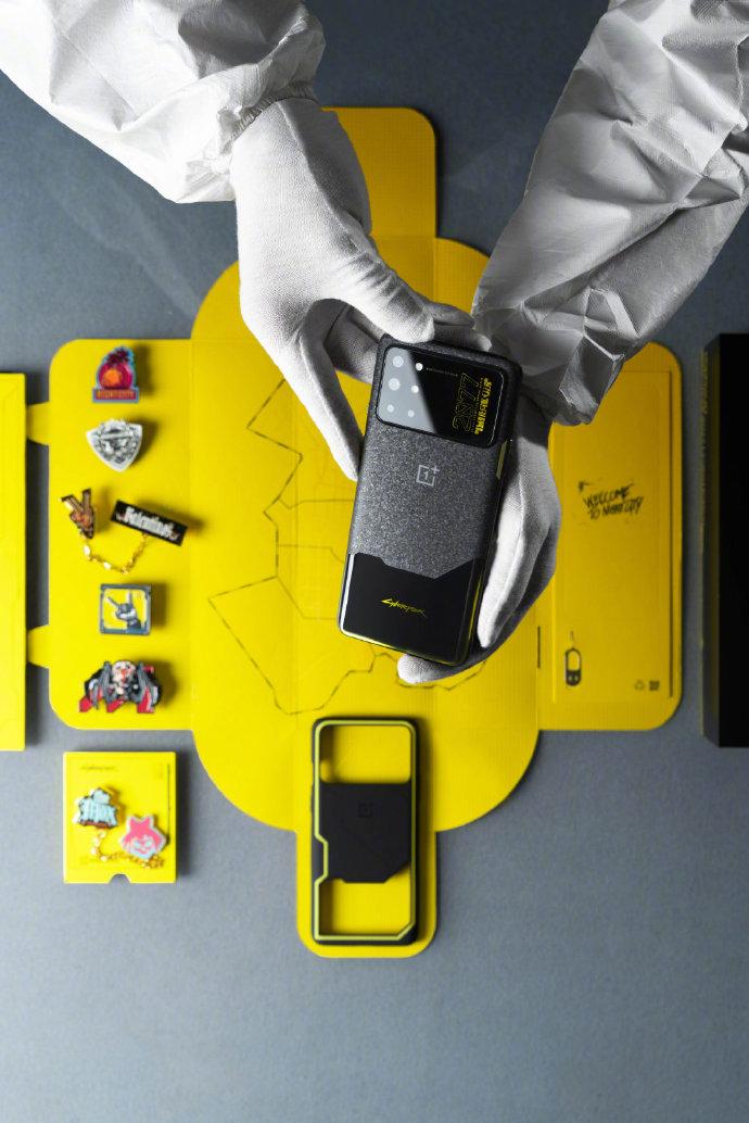L'emballage du OnePlus 8T Cyberpunk 2077 Edition