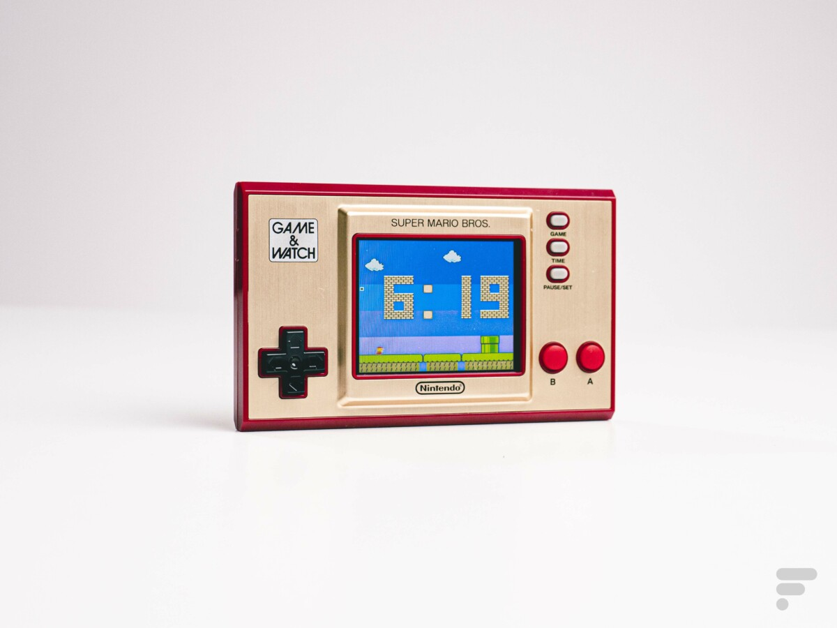 La Game and Watch Super Mario Bros affiche l'heure