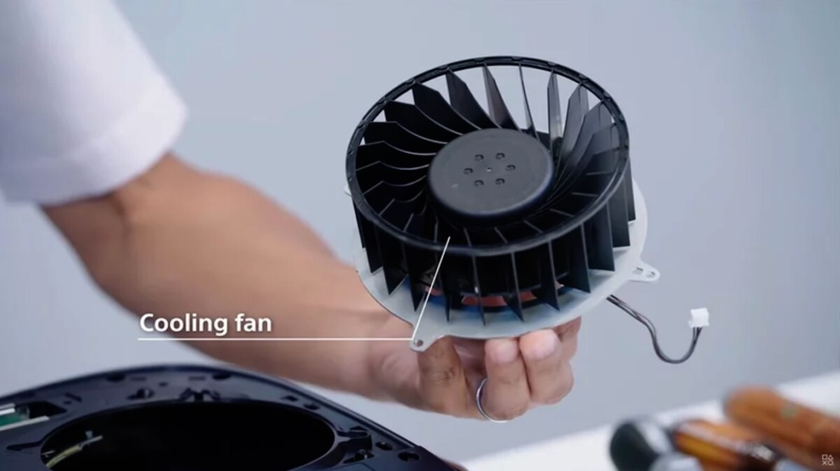 Here the fan presented by Sony during its video teardown of the PS5