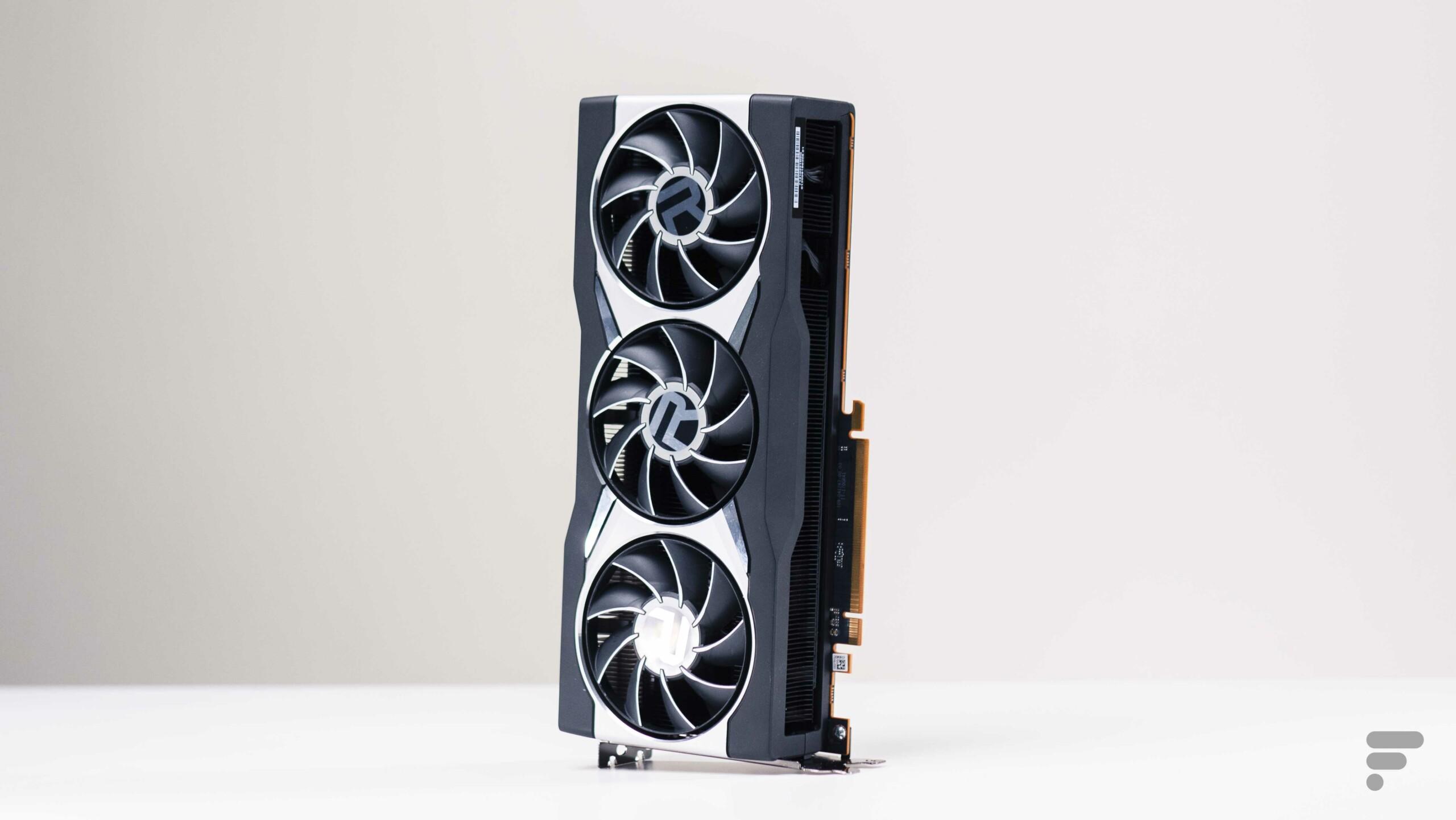 Ici la AMD Radeon RX6800 XT, équipée de mémoire vidéo GDDR6 et dont la disponibilité laisse déjà à désirer…