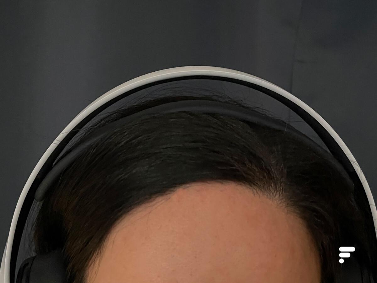L'ajustement du Pulse 3D sur la tête se fait avec l'aide d'une lanière en silicone