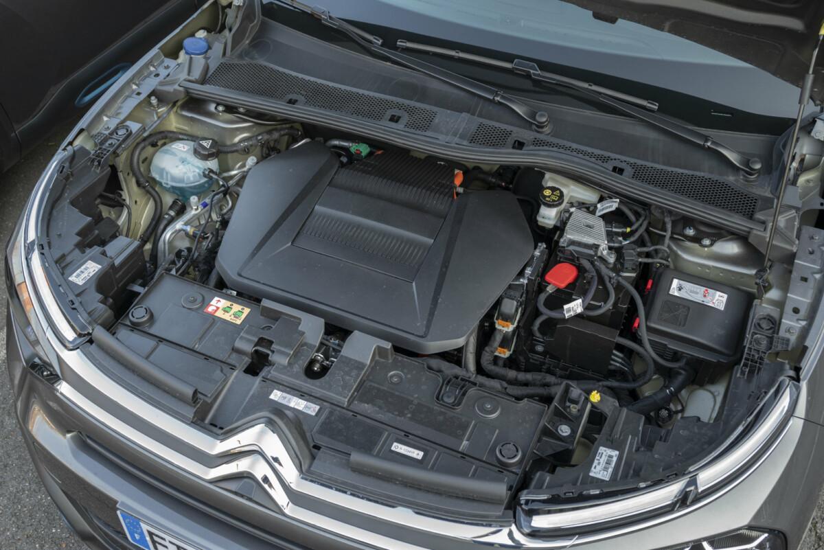 Voici ce qui se cache sous le capot de la Citroënë-C4