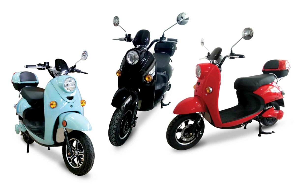 Dans les grandes villes, souvent embouteillées, le scooter est sans doute le meilleur ami de ceux ne voulant pas rester coincés des heures dans les bouchons. Facile d'utilisation, plutôt pratique avec son rangement sous la selle et surtout dénué de commande d'embrayage par rapport à une moto, le scooter a le vent en poupe. Et d'autant plus ces derniers mois, où ceux qui ne veulent pas ou plus prendre les transports en commun en raison de la crise sanitaire, se tournent vers le deux-roues.