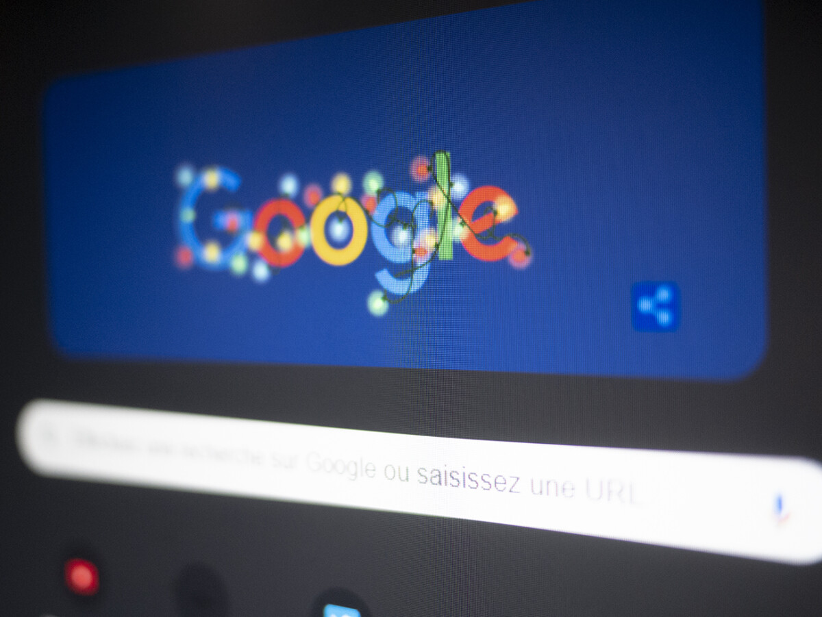 Google search engine switches to dark theme