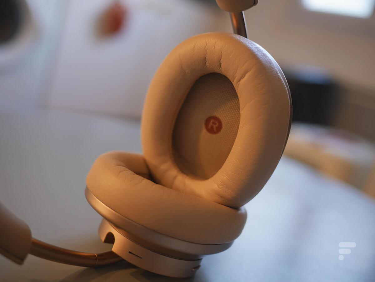 Les coussinets du Huawei FreeBuds Studio viennent entourer l'oreille