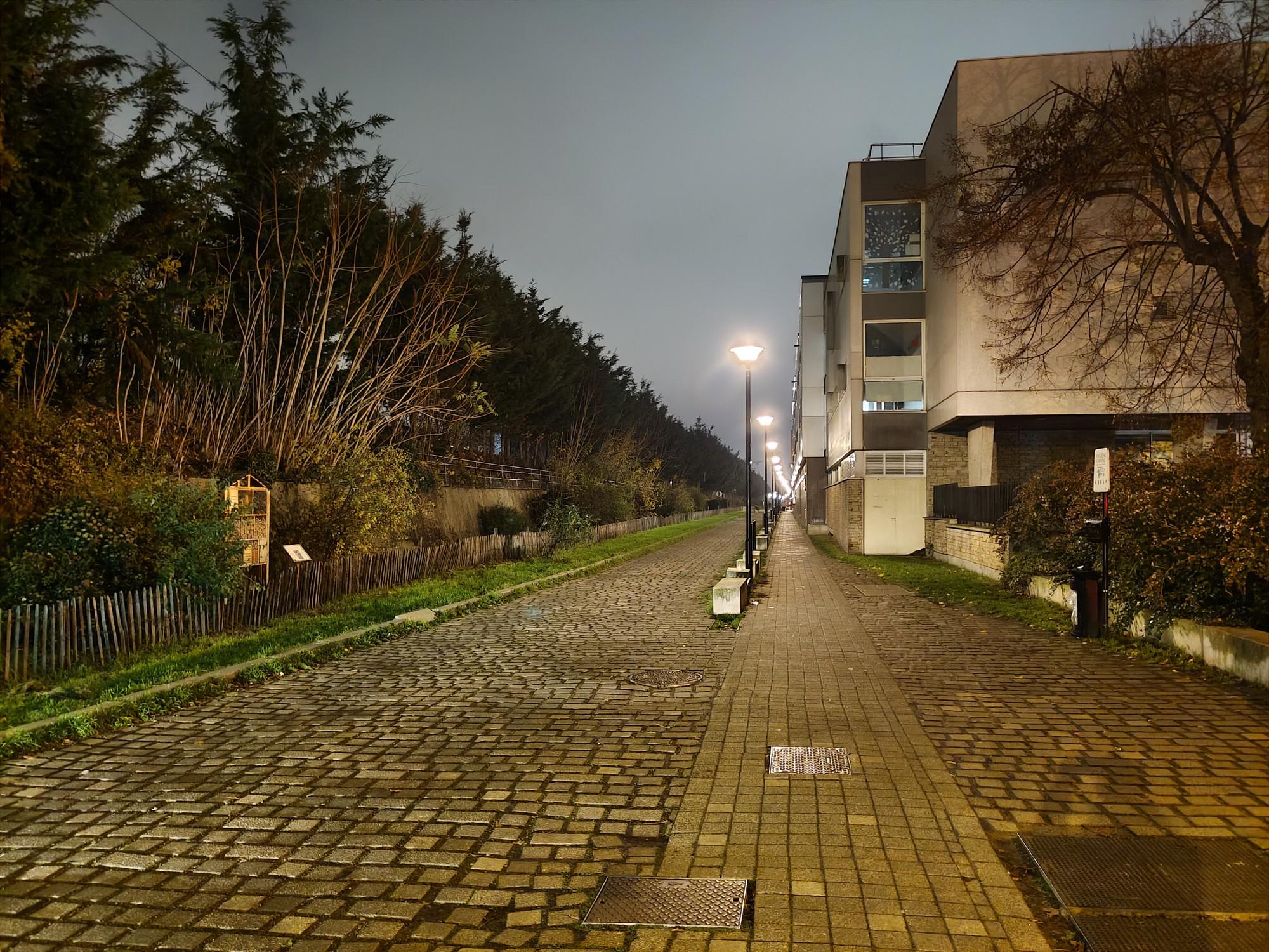 Que vaut l'appareil photo du Vivo X51 lorsque la nuit tombe? Voici le résultat