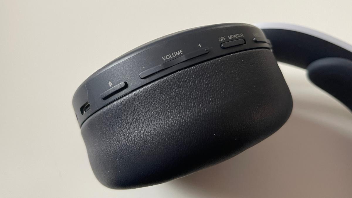 Les boutons sont tous regroupés sur l'écouteur gauche du Pulse 3D