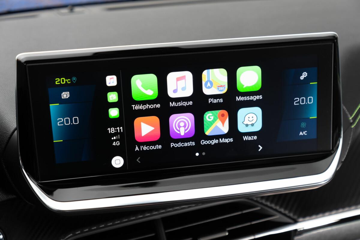 L'écran de la Peugeot e-208