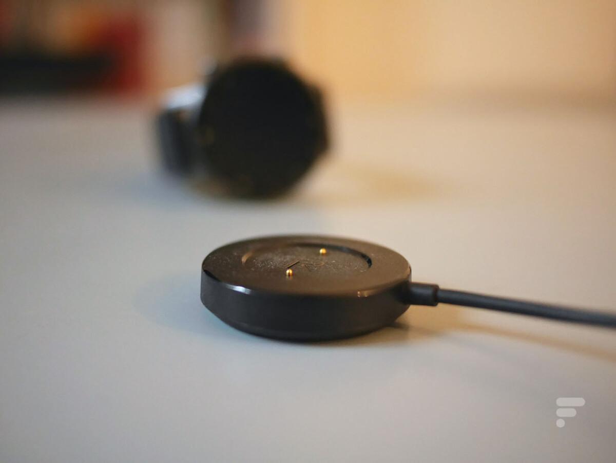 Le chargeur magnétique de la Realme Watch S