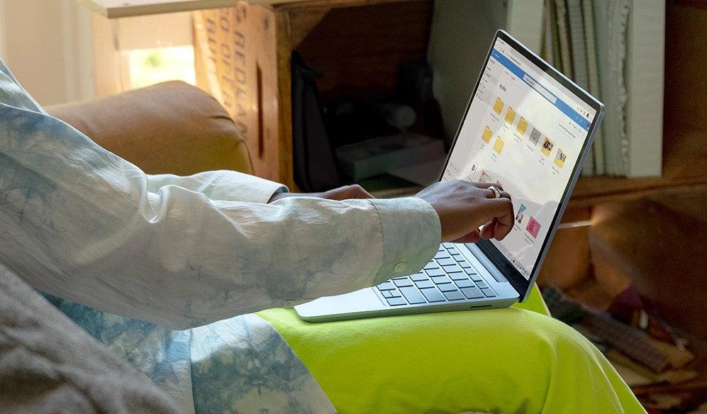 Caractéristique assez rare sur les PC portables à moins de 800euros, l'écran du Surface Laptop Go est tactile.
