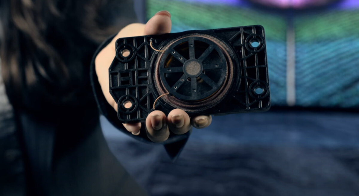 Voici à quoi ressemble un actionneur, utilisé pour faire vibrer la dalle OLED et produire le son.