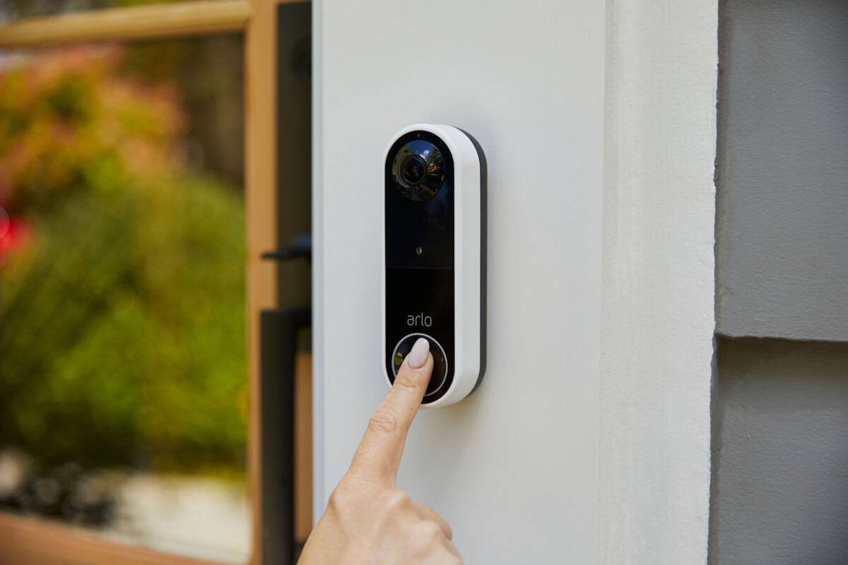 La sonnette Arlo Essential Wire-Free Video Doorbell