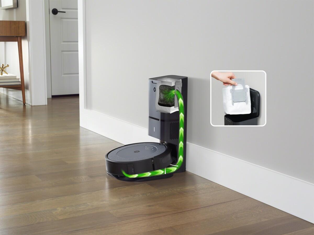 L'aspirateur robot Roomba i3+ avec sa base d'autoévacuation